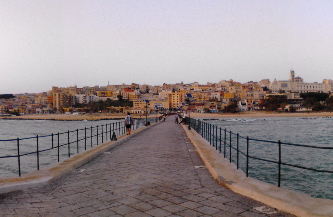 Gela vista dal pontile - foto di Geko87 https://commons.wikimedia.org/w/index.php?title=User:Geko87