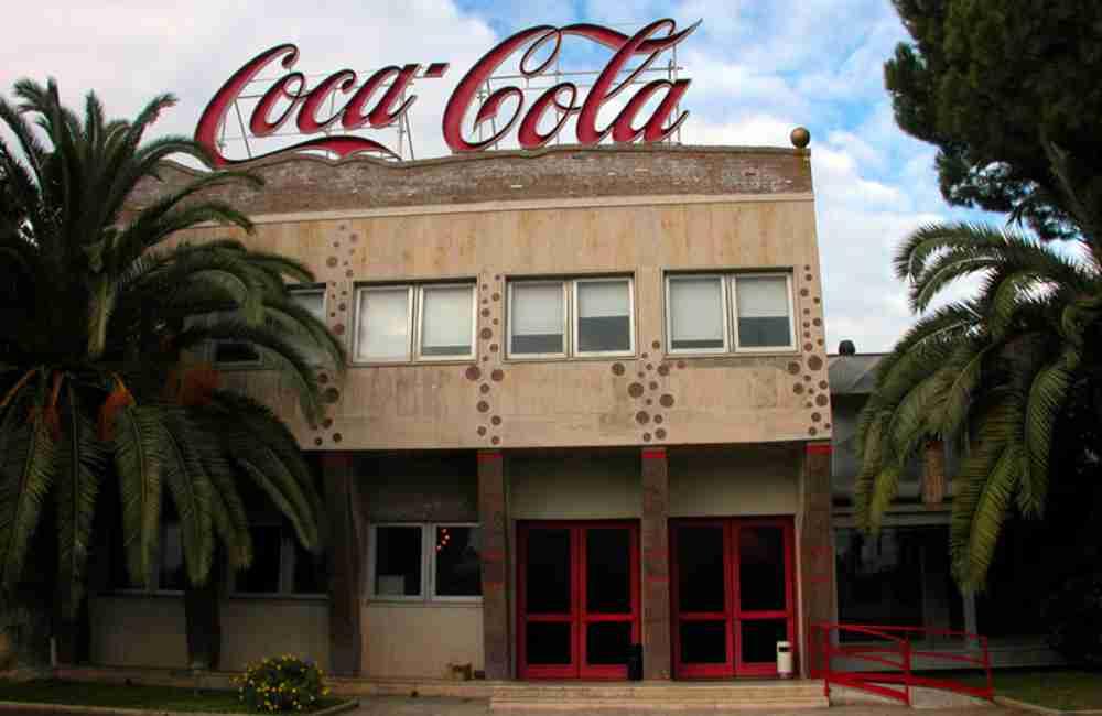Risultati immagini per immagine dell'azienda coca cola in sicilia