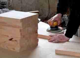 Artigiani: un falegname al lavoro
