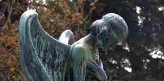 Statua in un cimitero