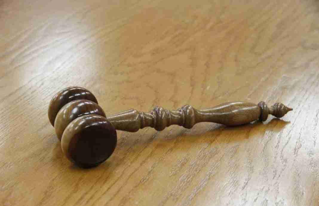 Tribunale, martelletto del giudice