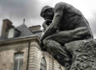 Pensatore statua