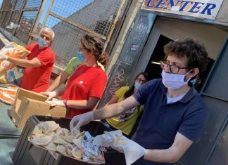 Distribuzione pasti all'Help Center Caritas di Catania