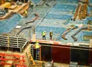 Lavoratori in un cantiere edile