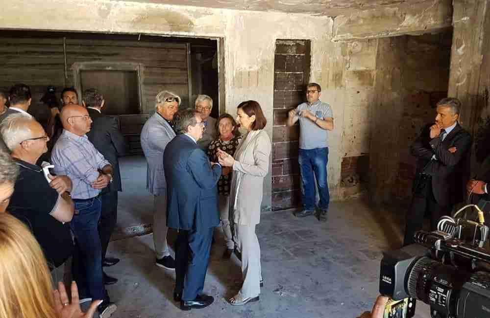 Palazzo di cemento, maggio 2017: il sindaco Enzo Bianco con l'allora presidente della camera Laura Boldrini