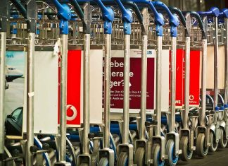 Carrelli per i bagagli in aeroporto