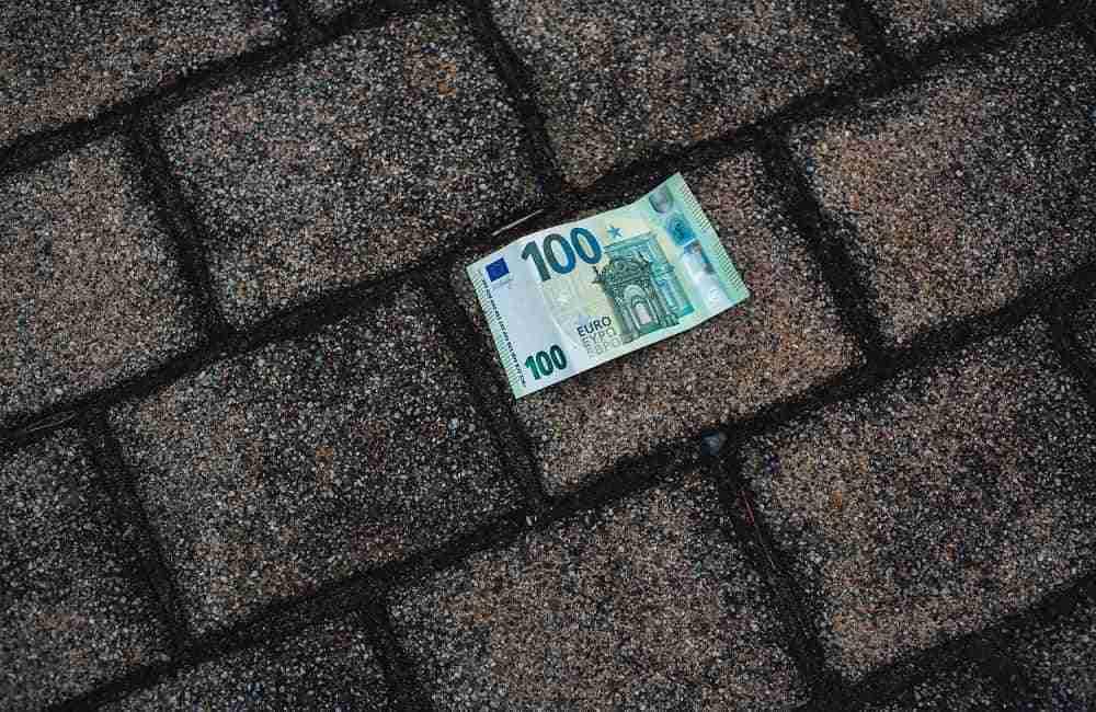 Euro trovati in strada